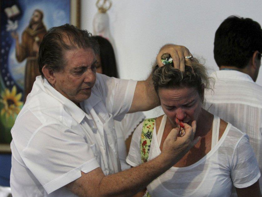 Agressions sexuelles: mandat d'arrêt contre un médium brésilien