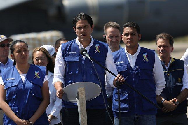 Guaido recrute des volontaires, Maduro se tourne vers l'armée vénézuélienne