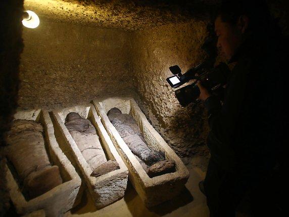 La tombe dun prêtre datant de plus de 4400 ans a été découverte sur le site de Saqqarah, près du Caire, par une mission archéologique.