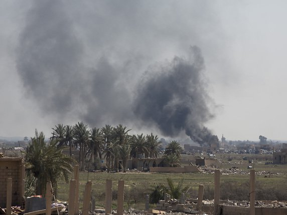 Des bombes sont tirées sur le village de Baghouz le dernier réduit du groupe Etat islamique dans l'est de la Syrie. Sa défaite annoncée signera la fin du