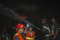 Un incendie fait au mois 45 morts dans un immeuble à Dacca