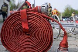 Un feu détruit le toit d'un chalet à Villars (VD), 3 blessés légers
