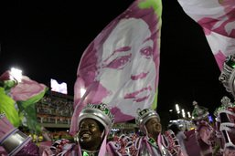 Carnaval de Rio: le défilé contestataire de Mangueira couronné