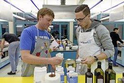Apprentis cuisiniers aux fourneaux