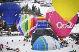 Le festival de ballons se termine sous la neige