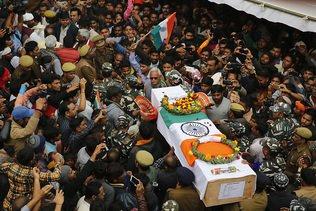Cachemire indien: funérailles des paramilitaires tués