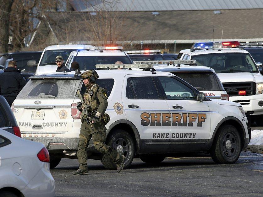 Un employé licencié tue cinq collègues près de Chicago