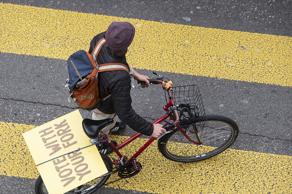 Berne se mobilise à vélo pour tirer la sonnette d'alarme climatique