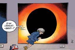 Le monde fasciné par l'image d'un gigantesque trou noir
