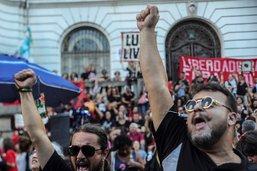 Des milliers de Brésiliens défilent contre la dictature