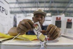 Les Indonésiens dans l'attente des résultats de la présidentielle