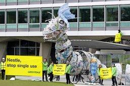 Un dragon de plastique s'invite chez Nestlé