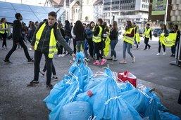 Les élèves du CO de Jolimont nettoient Fribourg