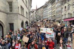 Plus de 1000 manifestants pour le climat à Fribourg