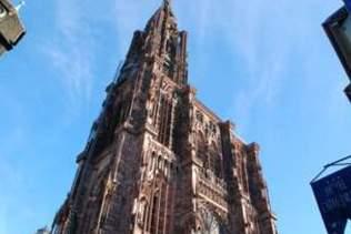 Un drone coincé sur la flèche de la cathédrale de Strasbourg