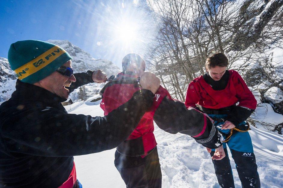 Le canyoning hivernal: un parcours du combattant