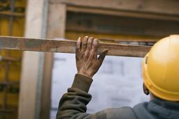 Un ouvrier grièvement blessé à Fräschels