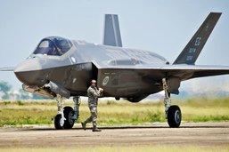 Un avion furtif américain F-35 gravement endommagé par un oiseau