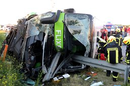 Un mort et 60 blessés dans un accident de car près de Leipzig