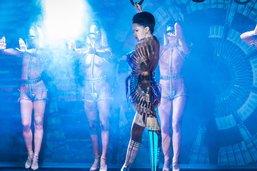Viktoria Modesta danse avec une prothèse pic à glace au Crazy Horse