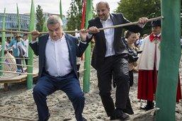 Festivités aux abords du nouveau bâtiment olympique
