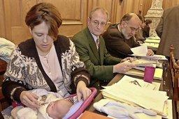 La maternité bouscule le Parlement