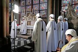 La première messe après l'incendie de Notre-Dame