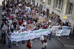 Moins de manifestants pour le climat à Fribourg