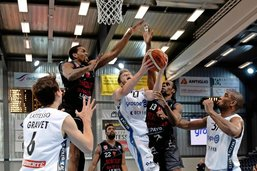 Fribourg Olympic assure l'essentiel