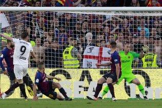 Coupe du Roi: Valence bat Barcelone 2-1