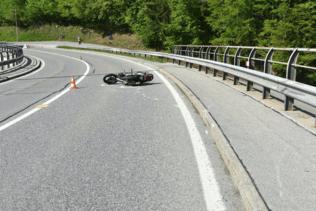 Un motard de 18 ans grièvement blessé à Broc