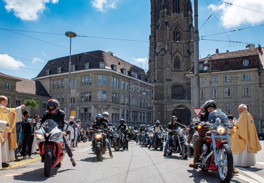 Les motos bénies à la cathédrale de Fribourg