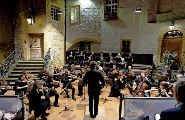 Kaspar Zehnder, de dos, dirigeait samedi et dimanche à Morat l'English Chamber Orchestra.  © Charly Rappo