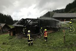 Le feu détruit un vieux chalet d'alpage à Lungern, Obwald