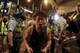 """Pékin menace de ne pas rester """"les bras croisés"""", Trump s'inquiète"""