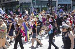 Défilé tendu à Boston: la police fait usage de spray au poivre