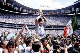 Docteur Diego et Mister Maradona