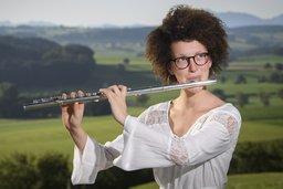 Sa flûte traversière enchante