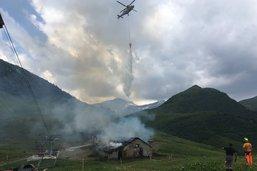 Un chalet détruit par les flammes à l'Etivaz