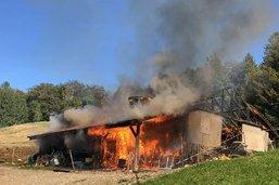 Chalet détruit par le feu à Semsales