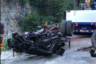 UR: chute de 300 mètres d'un camion dans une route de montagne