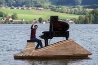 Il jouait du piano sur le lac de la Gruyère
