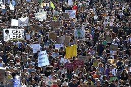 Près de 100'000 personnes réunies par la cause climatique à Berne