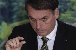 Bolsonaro veut une enquête sur la pollution aux hydrocarbures