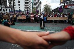 Au milieu du chaos, des femmes défilent pacifiquement à Quito