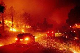 Incendies en Californie: les pompiers tentent d'arrêter les feux