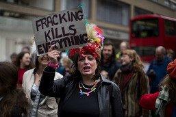 Gaz de schiste: Londres suspend la fracturation hydraulique