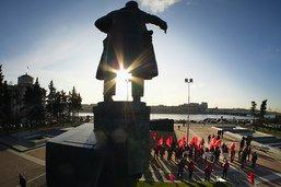 A la télé, comme au cinéma, la Russie déboulonne le mythe de Lénine