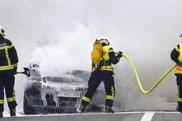 Deux blessés et deux voitures en feu à Autigny