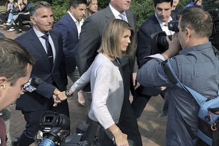 Corruption à l'université: nouvelle charge contre Lori Loughlin